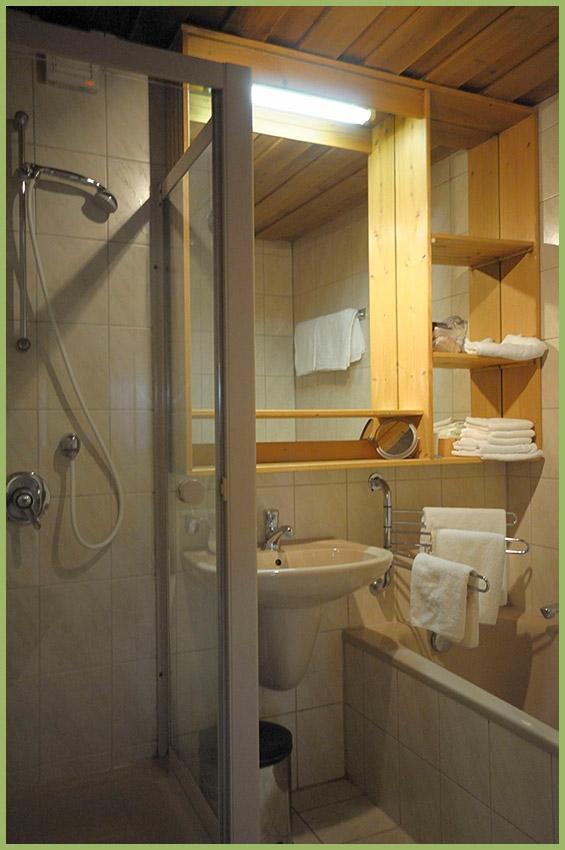 Ansicht Haus 2 Untergeschoss Ferienwohnung 20 Bad Nr. 1